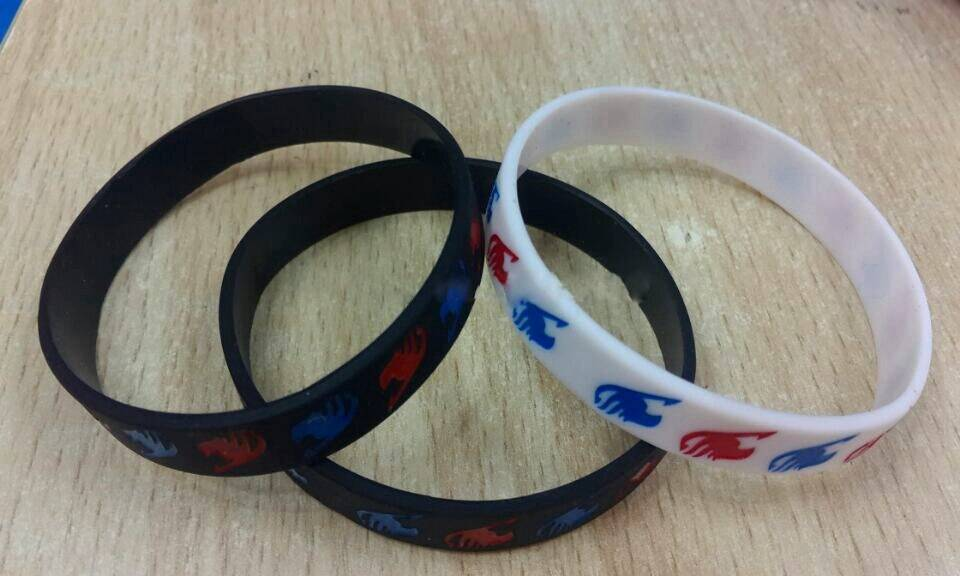50 Pcs Popular Japanese Anime Fairy Tail Wristband Silicone Promotion Gift Filled In Color Bracelet Y-9